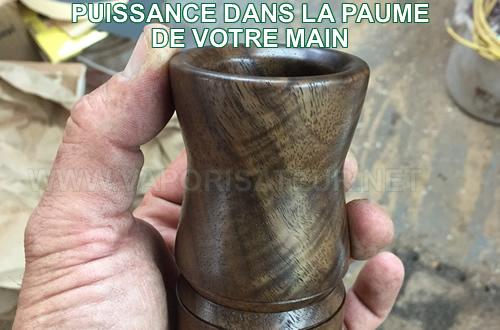 Petite taille du vaporisateur woodscents aromalog - l'exemple de la tenue en main